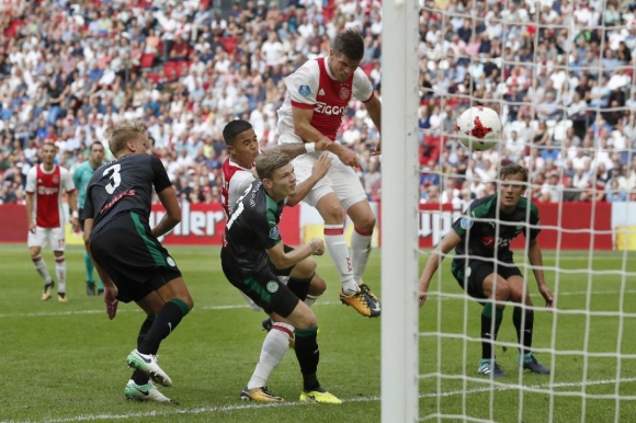 Аякс с първа победа за сезона