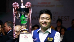 Дин Дзюнхуей ще защитава световната си титла по снукър с шест червени