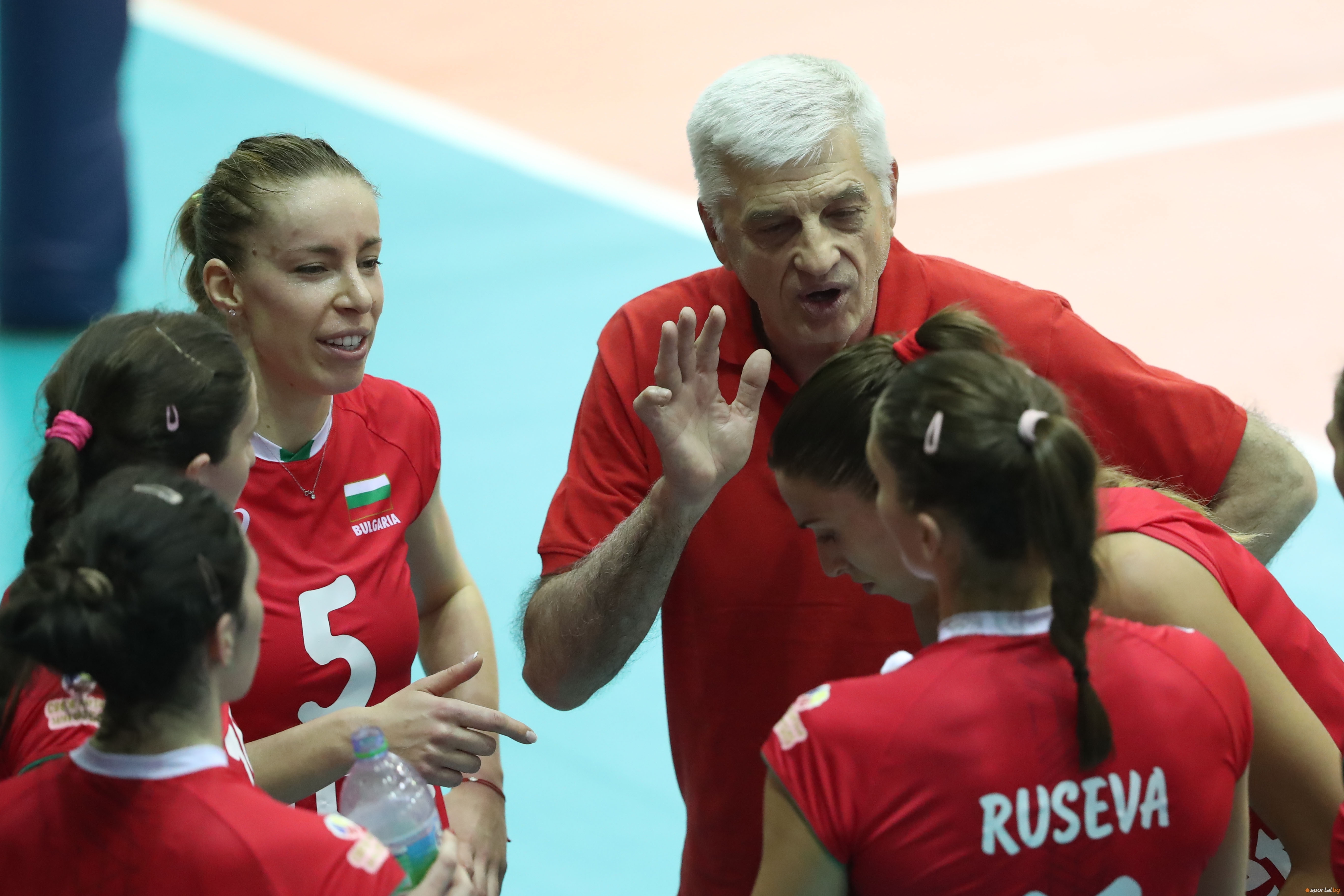 Женският национален отбор по волейбол на България излиза днес, 22