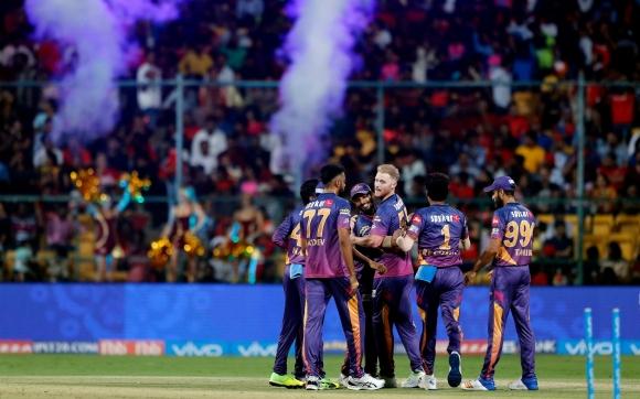 Умопомрачителна сделка изстреля крикета в орбитата на английската Висша лига