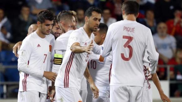 Испания разгроми Лихтенщайн и се утвърди на върха в група G (видео)