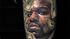 Мейуедър се похвали с татуировките на феновете си (галерия)