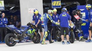 Роси се представя на ниво в MotoGP, Лоренсо и Зарко усложниха задачата си