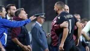 Скандал в Гърция, президент наплю футболист (видео)