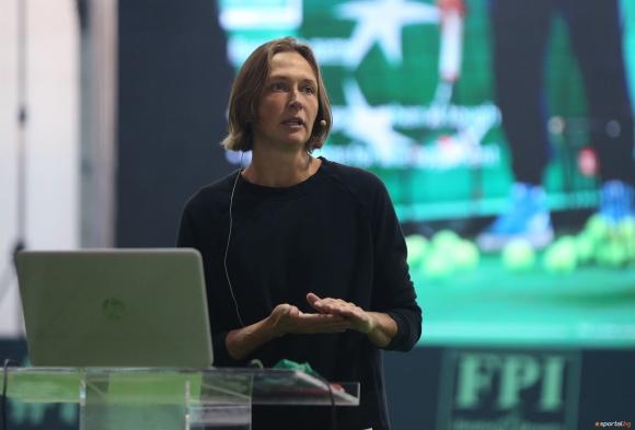 Елена Лиховцева изнесе презентация на Световната треньорска конференция