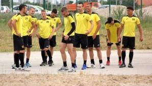 Ботев с група от 19 футболисти срещу Дунав, върнаха Меледже Омнибес