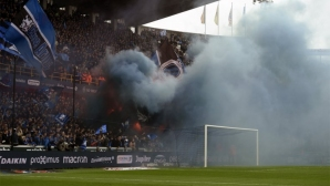 Трима сериозно пострадали при масово сбиване между фенове в Белгия