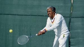 Почина носител на 66 титли в тениса