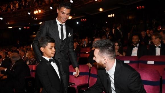"""Профилът на Кристиано Роналдо-младши изтрит след """"Благодаря на моя идол, Лео Меси"""""""