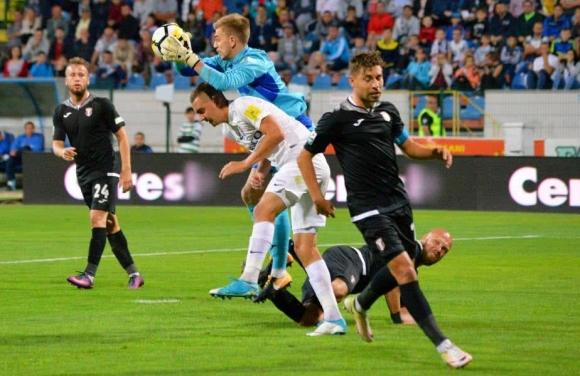Пламен Илиев направи дузпа, но отборът му се добра до ценна победа (видео)