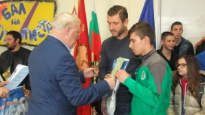 Вратар на Нефтохимик с престижна награда от спортното училище