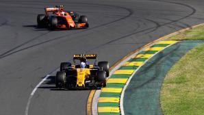 """Доставката на двигатели за Макларън във Ф1 ще бъде """"полезен натиск"""" за Рено"""