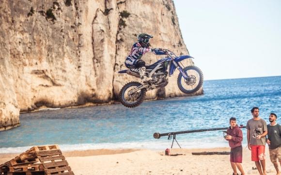 Красив гръцки остров стана арена за специален мотокрос филм (видео)