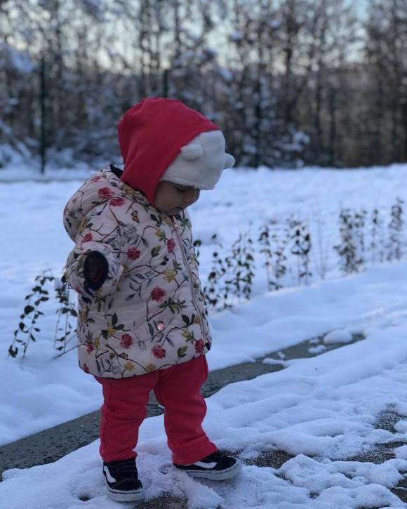 Внучката на Камата видя сняг за първи път