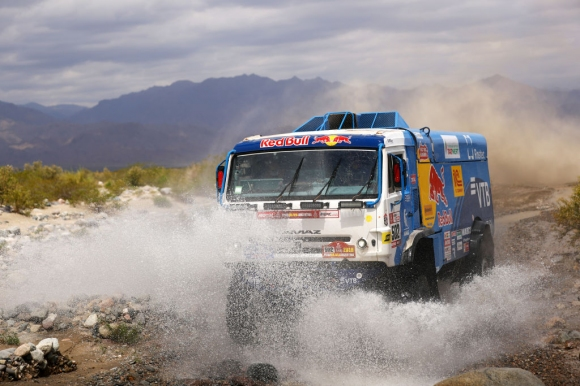 Дакар, ден 12: Ал-Атия с нов успех, само секунда дели топ 2 при камионите! (видео)