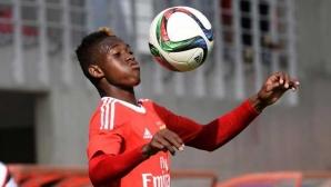 Трансферна цел на Манчестър Юнайтед поема към Бундеслигата