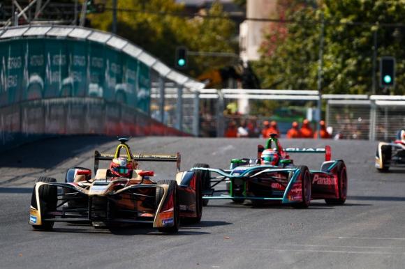 Жан-Ерик Верн победи Лотерер след удар помежду им във Формула Е (видео)