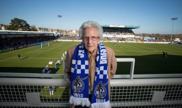 103-годишна фенка на Бристол Роувърс не е пропускала мач от 1954 г.