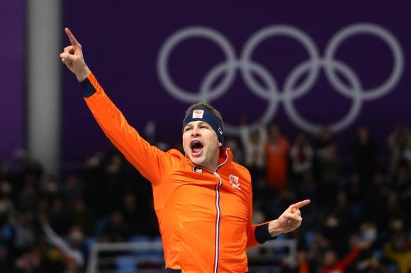 Болт праща подарък на олимпийския шампион Свен Крамер