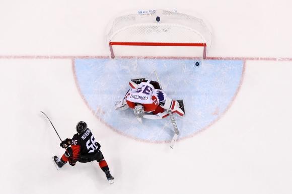 Поражение за шампионите! Чехия удари Канада с дузпи
