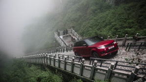 Range Rover Sport - първият SUV, изкачил се до вратата към рая (видео)