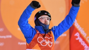 Олимпийски шампион участва на финала с екипа на починалия си по-малък брат