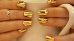 Олимпийската шампионка Каси Шарп обича да лакира ноктите си в златен цвят