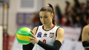 Петя Баракова с 6 аса! Румънки с успех №5 в Шампионската лига (видео + снимки)