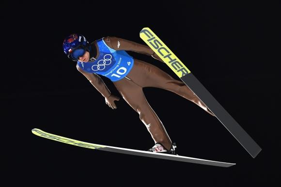 Камил Стох отново без конкуренция на голямата шанца в Лилехамер
