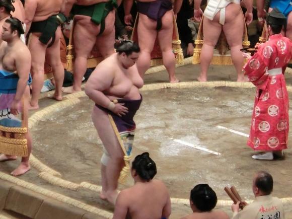 Аоияма записа четвърта победа в Осака