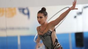 Катрин Тасева се класира за финалите на обръч и на топка в Киев