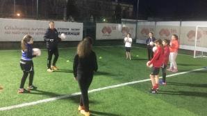 """Академия """"Надежда"""" събира момичета за тренировки по футбол"""