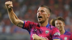 Първи гол през сезона за Лукас Подолски, първа победа и за отбора му
