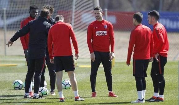 Атлетико тренира само с четирима