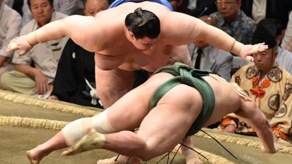 Аоияма допусна седма загуба, но завърши с положителен баланс в Осака