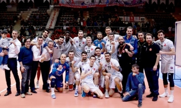 Чернокожев и Халкбанк на финал в Турция