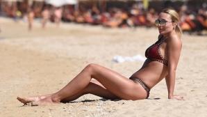 Алекс Джерард разходи перфектното си тяло на плажа в Дубай (галерия)