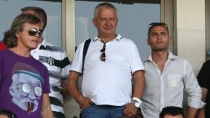 Крушарски отива за играчи в Аржентина