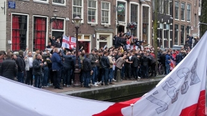 Полицията в Амстердам арестува 25 запалянковци от Англия