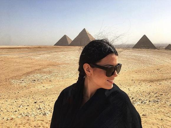 """Ралица Паскалева """"разходи"""" бременното си коремче до египетските пирамиди"""