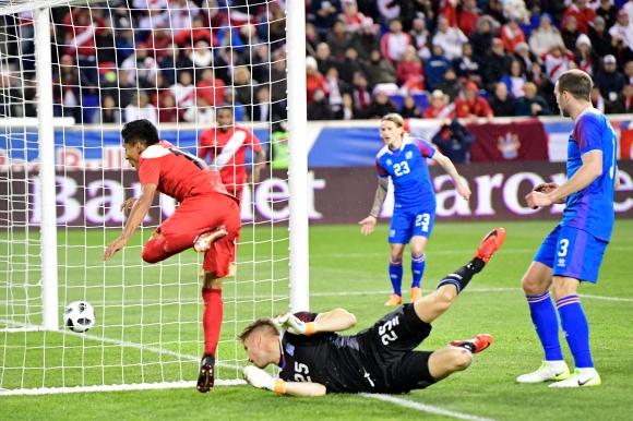 Перу удари Исландия, Холмар не игра