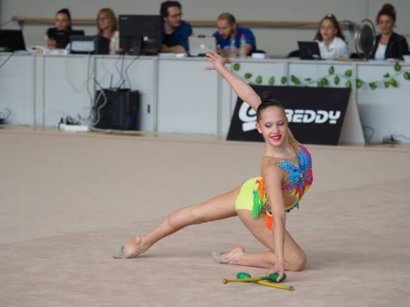 Татяна Воложанина се класира за финалите на обръч и на топка