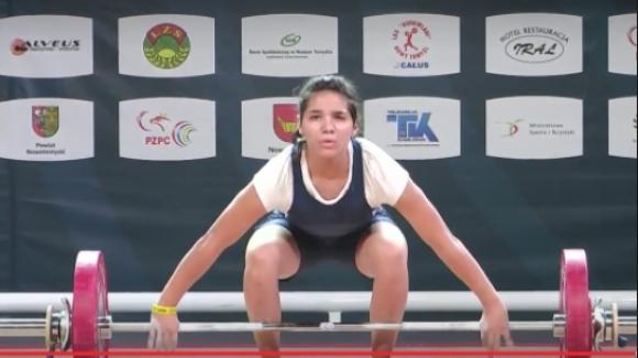 16-годишна българка влезе в топ 5 на Европа във вдигането на тежести