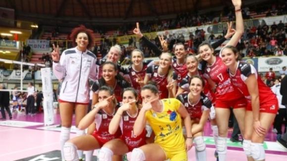 Силвана Чаушева и Бусто Арсицио на полуфинал в Италия
