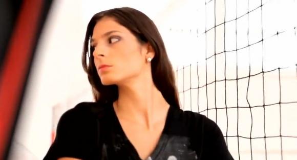 Волейболистката с най-дългите крака става модел