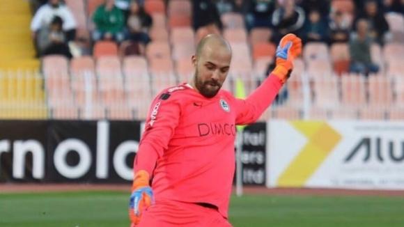 Ники Михайлов с 90 минути за Омония в първия мач след Петев
