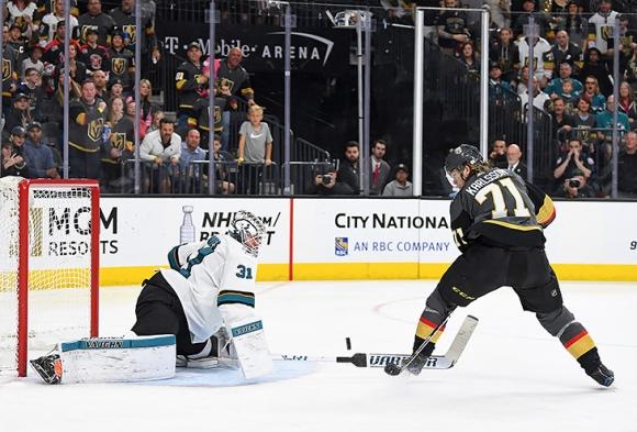 Виртуозно! Това ли е голът на годината в НХЛ? (видео)