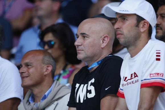 Подкрепиха Джокович за раздялата с Агаси