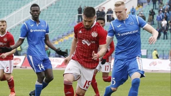 Левски ще спасява сезона срещу осакатения ЦСКА-София