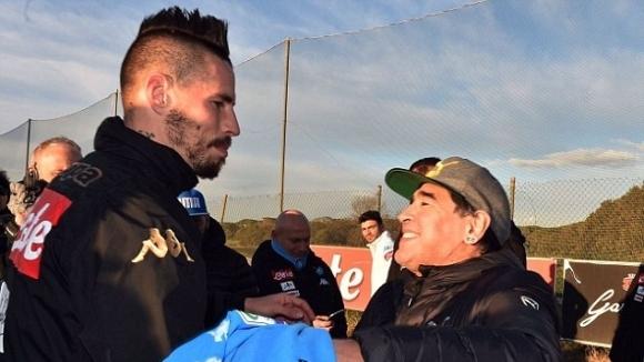 Марадона върна жеста на Хамшик